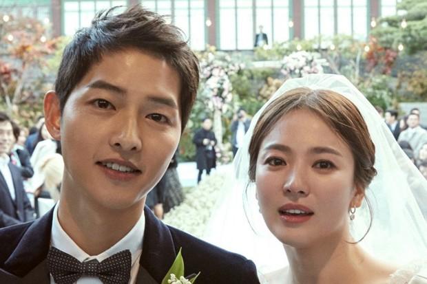 Joong Ki dan Hye Kyo pernah menjadi couple favorit sejuta penggemar sebelum akhirnya bercerai.