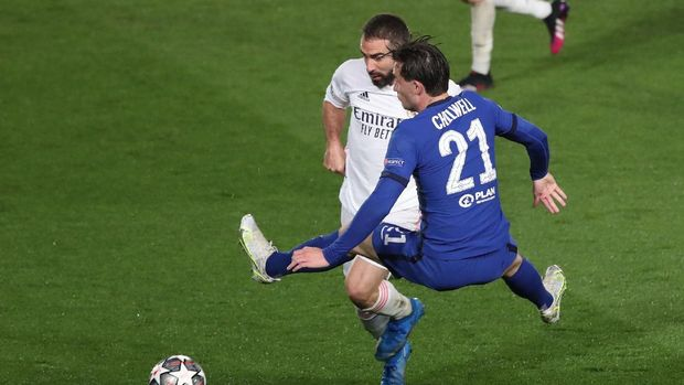 Soccer Football - Champions League - Semi Final First Leg - Real Madrid v Chelsea - Estadio Alfredo Di Stefano, Madrid, Spain - April 27, 2021 Real Madrid's Dani Carvajal in action with Chelsea's Ben Chilwell REUTERS/Susana Vera