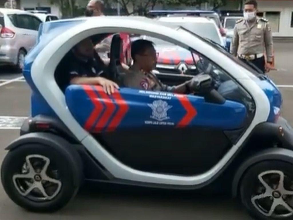Kakorlantas Jajal Mobil Listrik Rp 400 Jutaan, Bakal Jadi Kendaraan Dinas Polisi?