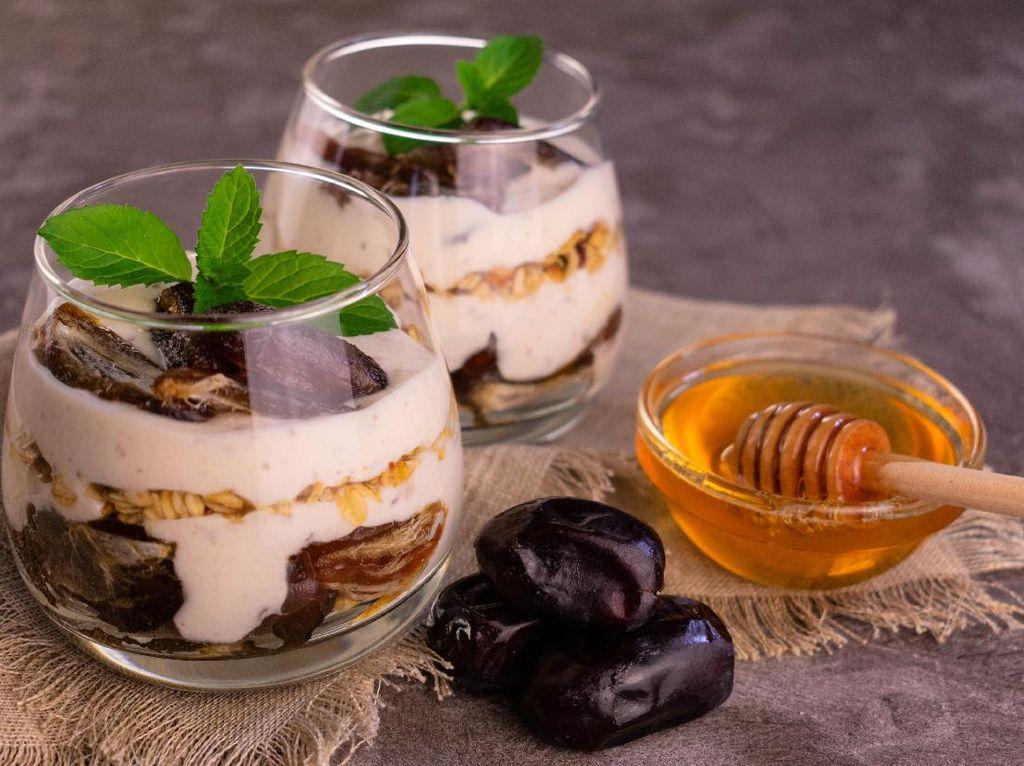 Resep Yogurt Lapis Kurma, Takjil Istimewa untuk Sehatkan Pencernaan