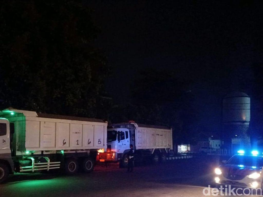 Terobos Jalan Protokol, Puluhan Truk Besar di Pandeglang Ditilang Polisi