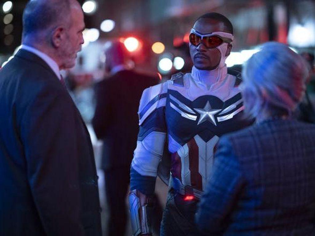 The Falcon Resmi Jadi Captain America, Ini Penampilannya!