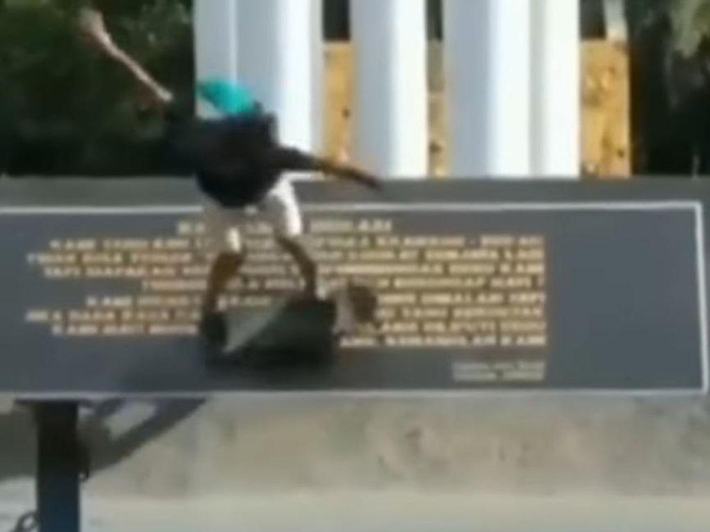 Viral Pahatan Batu Puisi Karawang-Bekasi Dijadikan Lintasan Skateboard