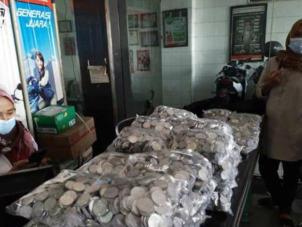 Penampakan Tumpukkan Uang Koin Rp 21 Juta Buat Beli Honda Scoopy