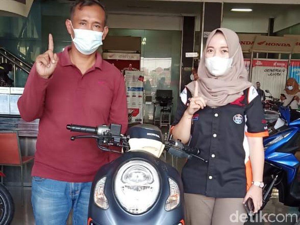 4 Tahun Nabung, Warga Brebes Beli Honda Scoopy Pakai Uang Koin