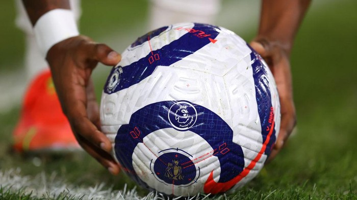 LONDON, ENGLAND - MARCH 13: The Premier League Nike Strike match ball is seen on the pitch during the Premier League match between Fulham and Manchester City at Craven Cottage on March 13, 2021 in London, England. Sporting stadiums around the UK remain under strict restrictions due to the Coronavirus Pandemic as Government social distancing laws prohibit fans inside venues resulting in games being played behind closed doors. (Photo by Catherine Ivill/Getty Images)