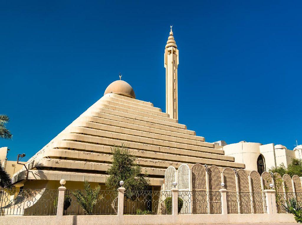 Foto: Masjid Piramida nan Megah di Kuwait
