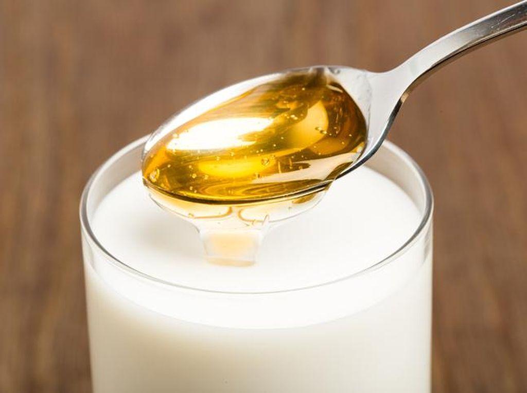 Minum Racikan Susu dan Madu Saat Sahur Baik untuk Kesehatan