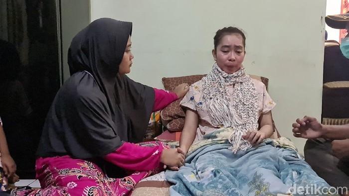 Susan, guru honorer di Sukabumi alami kelumpuhan usai menjalani vaksinasi COVID-19.