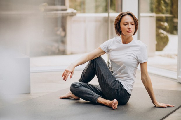 Dengan mendorong diri kamu untuk tetap aktif, itu dapat membantu melepaskan endorfin yang sebagian besar membantu meningkatkan suasana hati kamu.