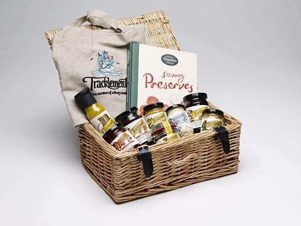 Mengirimkan bahan makanan merupakan salah satu cara memberikan fasilitan untuk orang-orang tersayang agar selalu menjaga asupan nutrisi.