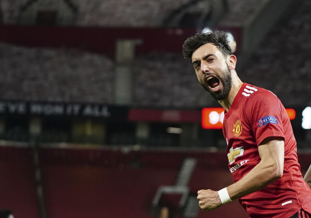 Manchester United's Bruno Fernandes celebrates after scoring his side's fourth goal during the Europa League semi final, first leg soccer match between Manchester United and Roma at Old Trafford in Manchester, England, Thursday, April 29, 2021. (AP Photo/Jon Super)
