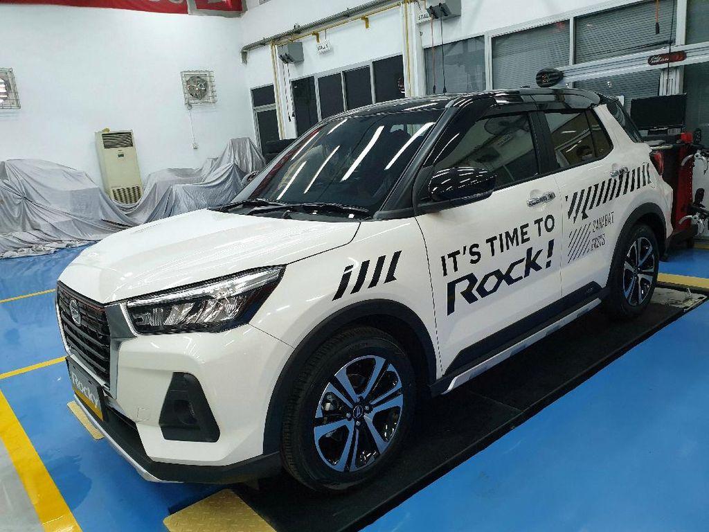 Lihat dari Dekat Daihatsu Rocky yang Baru Meluncur di Indonesia