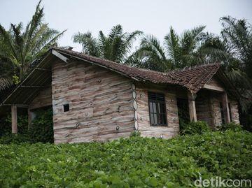 Deretan Rumah Rusak di Bakal Lokasi Bukit Algoritma