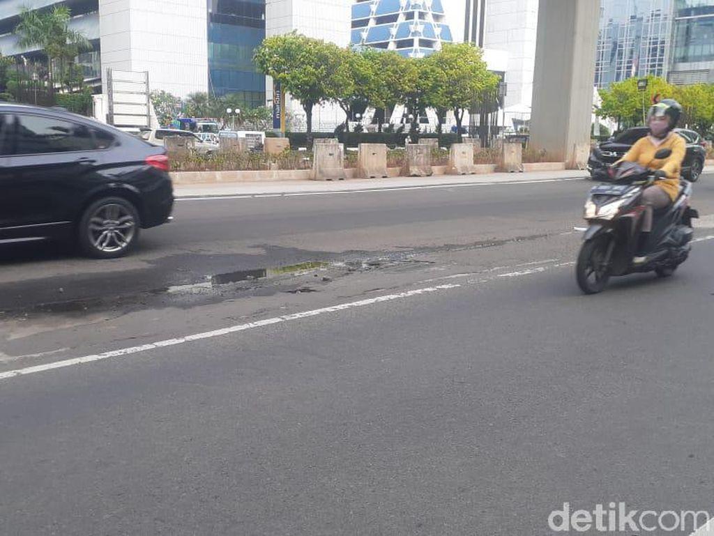 Genangan Masih Ada di Jl HR Rasuna Said Depan Plaza Setia Budi