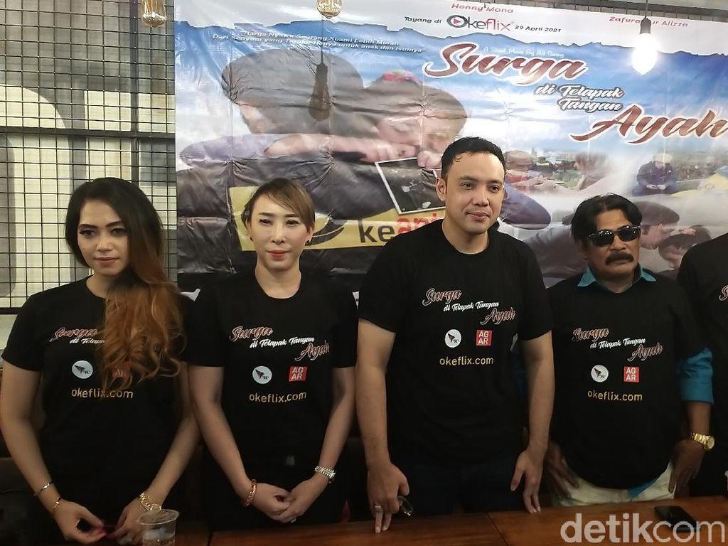 Henny Mona Canggung Akting Bareng Sandy Tumiwa, Telan Ratusan Juta Untuk Filmnya