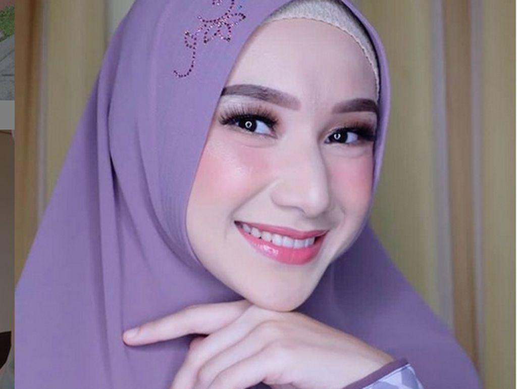 Seperti Istri Baru UAS, Wanita Cantik Ini Juga Dinikahi Ustaz di Usia 19