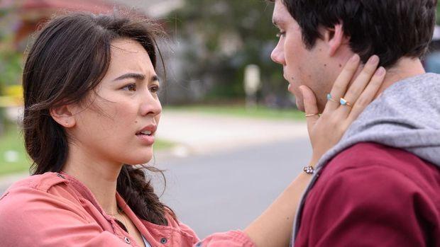 Joel (Dylan O'Brien) and Aimee (Jessica Henwick) dalam film Love and Monsters. dok. Netflix