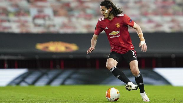 Manchester United's Edinson Cavani controls the ball during the Europa League semi final, first leg soccer match between Manchester United and Roma at Old Trafford in Manchester, England, Thursday, April 29, 2021. (AP Photo/Jon Super)