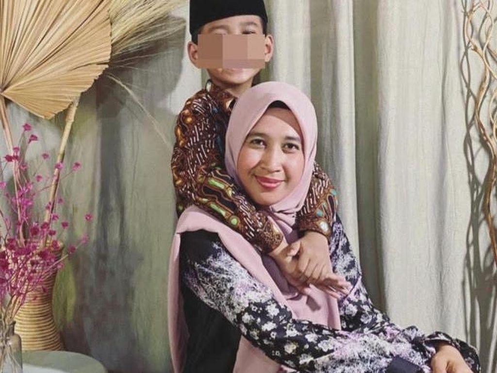 8 Gaya Hijab Mantan Istri Ustaz Abdul Somad, Mellya Juniarti