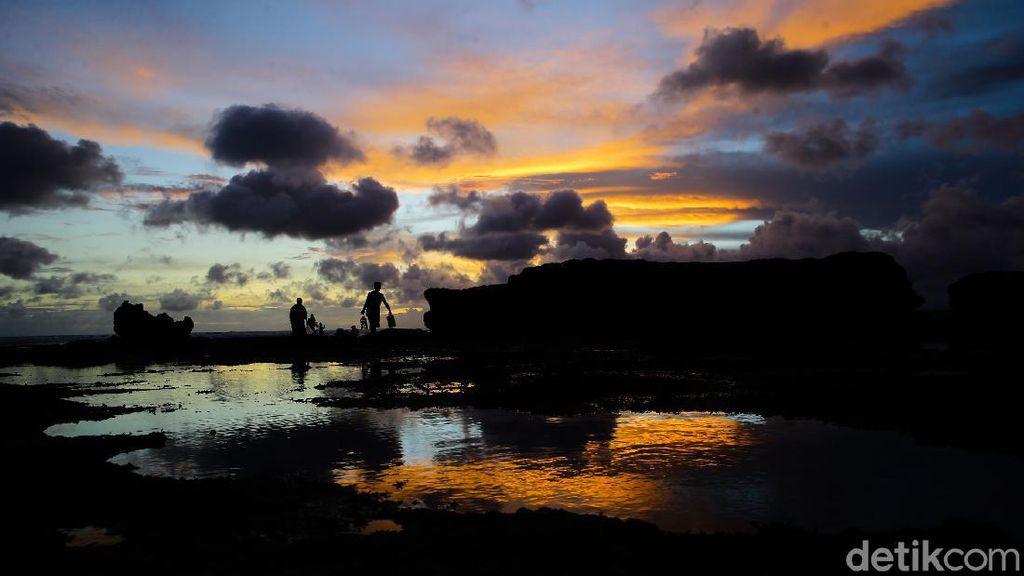 Menikmati Sunset di Pantai Batu Bolong Bali
