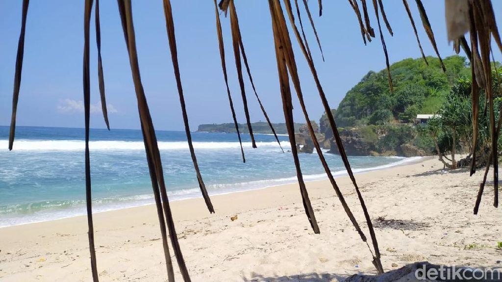 Namanya Pantai Bau Mayat, Aslinya Wangi!