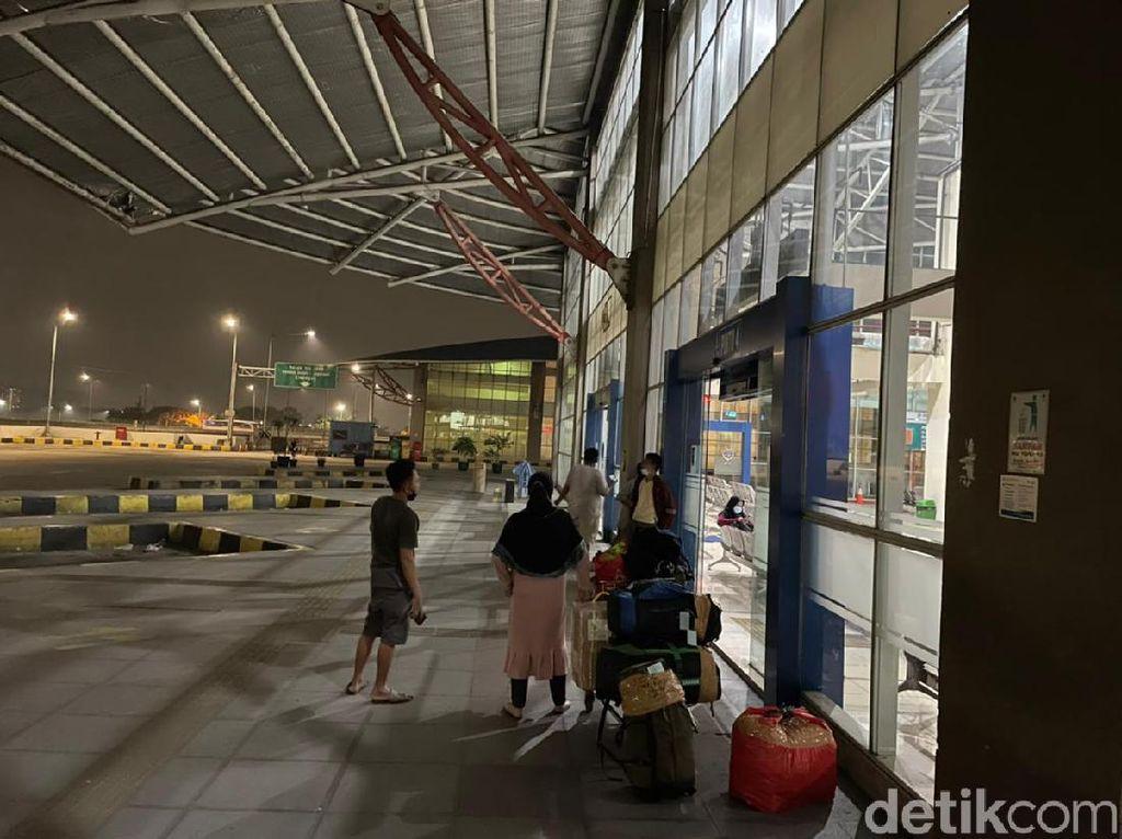 Laporan Langsung: Arus Penumpang Bus di Masa Pengetatan Larangan Mudik