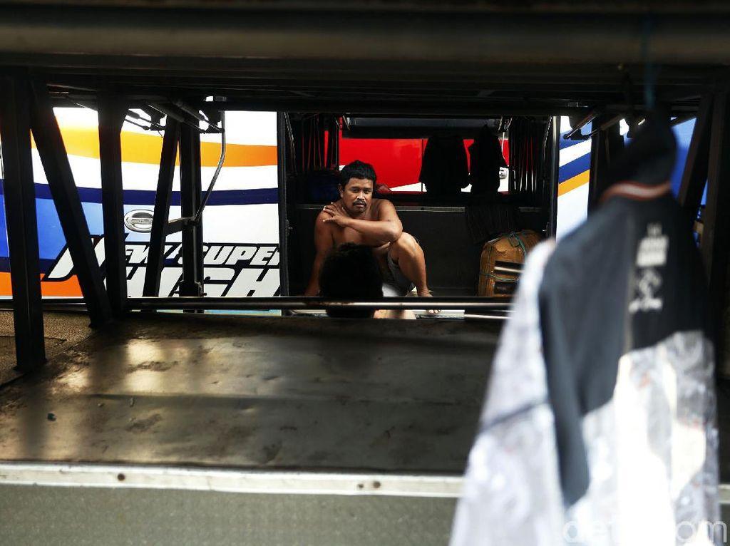 Pontang-panting Sopir Bus Saat Pandemi, Sempat Nganggur hingga Jadi Tukang Bakso