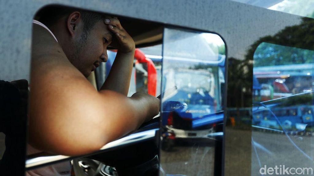 Duh Kasihan Potret Lesu Sopir Bus yang Terdampak Larangan Mudik