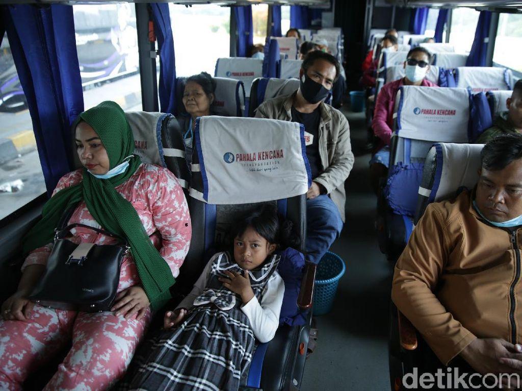 Selama April, Puluhan Ribu Pemudik Cus Dari Terminal Pulo Gebang