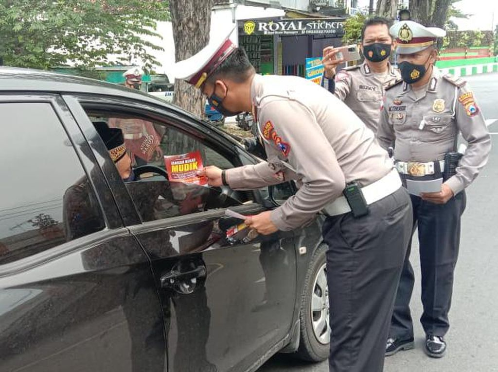 Polisi Bojonegoro Bangun Tiga Titik Penyekatan Perbatasan Jatim-Jateng
