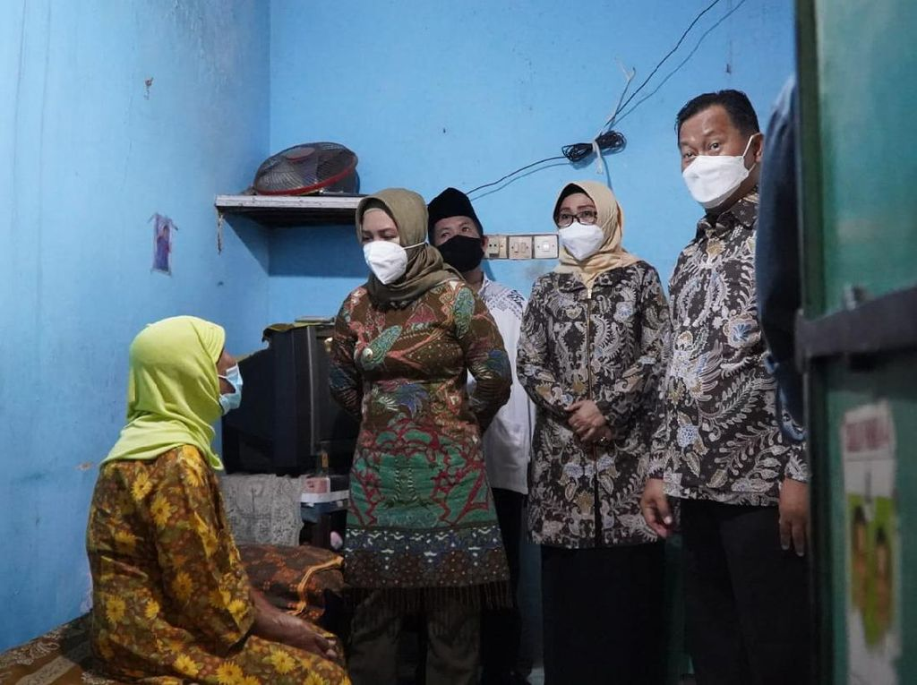 Pemkot Mojokerto Serahkan 1.451 Bantuan untuk Lansia