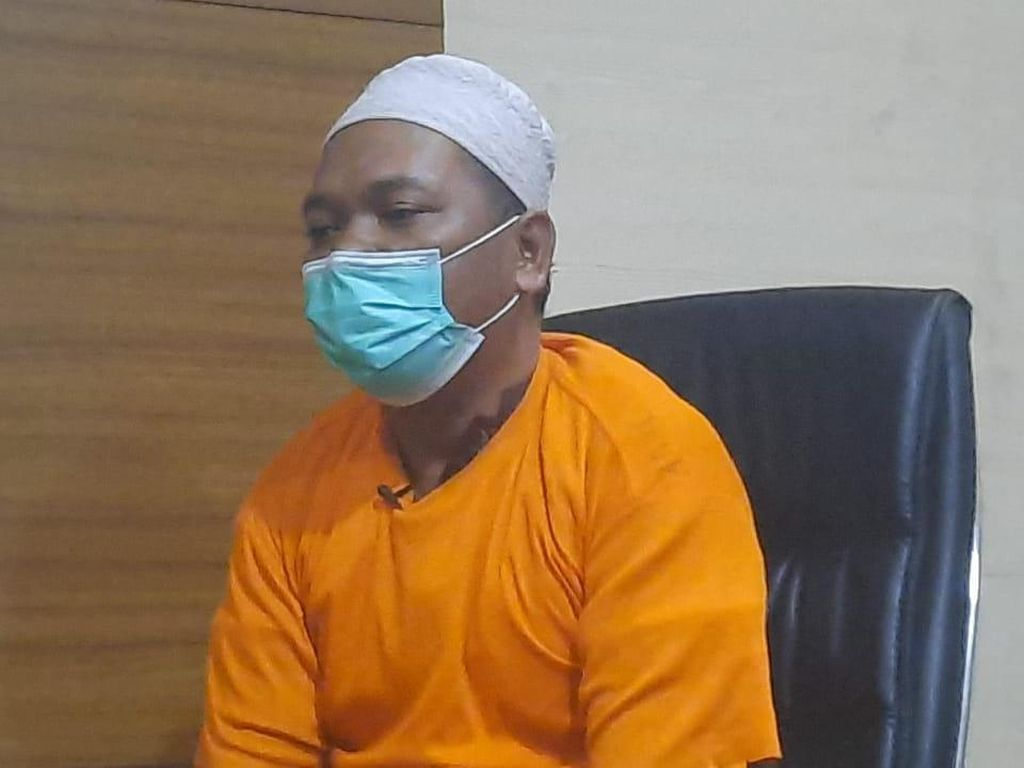 Sesal Adam Ibrahim Bikin Hoaks Babi Ngepet: Jangan Percaya Mistis!