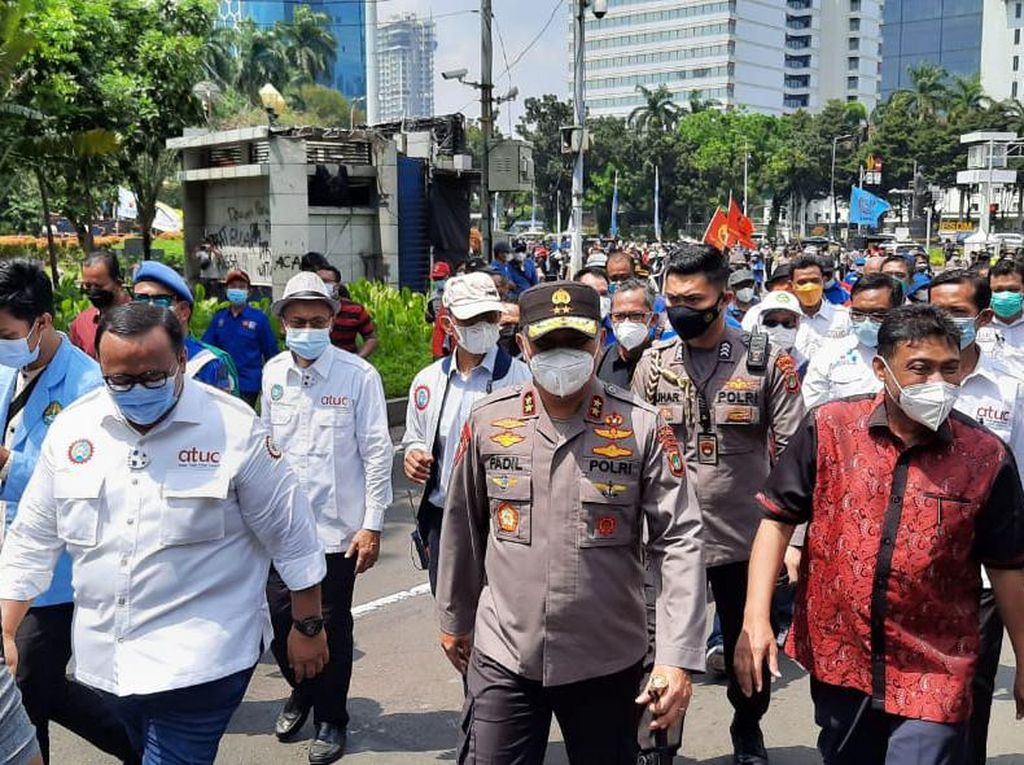 Massa Buruh Bawa Petisi Tolak UU Cipta Kerja ke MK dan Istana