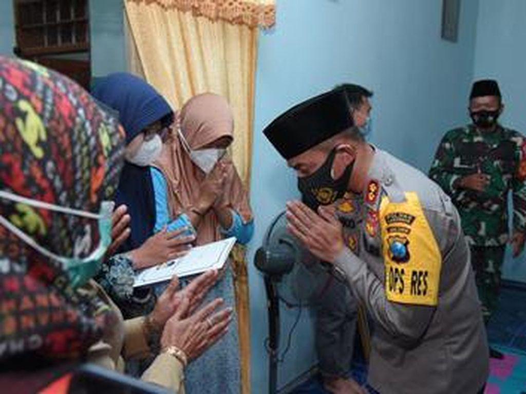 Kapolres di Jatim Bersama Bantu Keluarga Kru KRI Nanggala-402