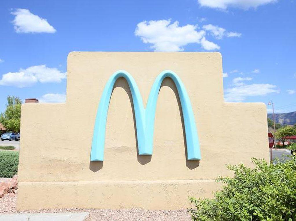 Logo McDonalds Satu-satunya di Dunia yang Tidak Berwarna Kuning