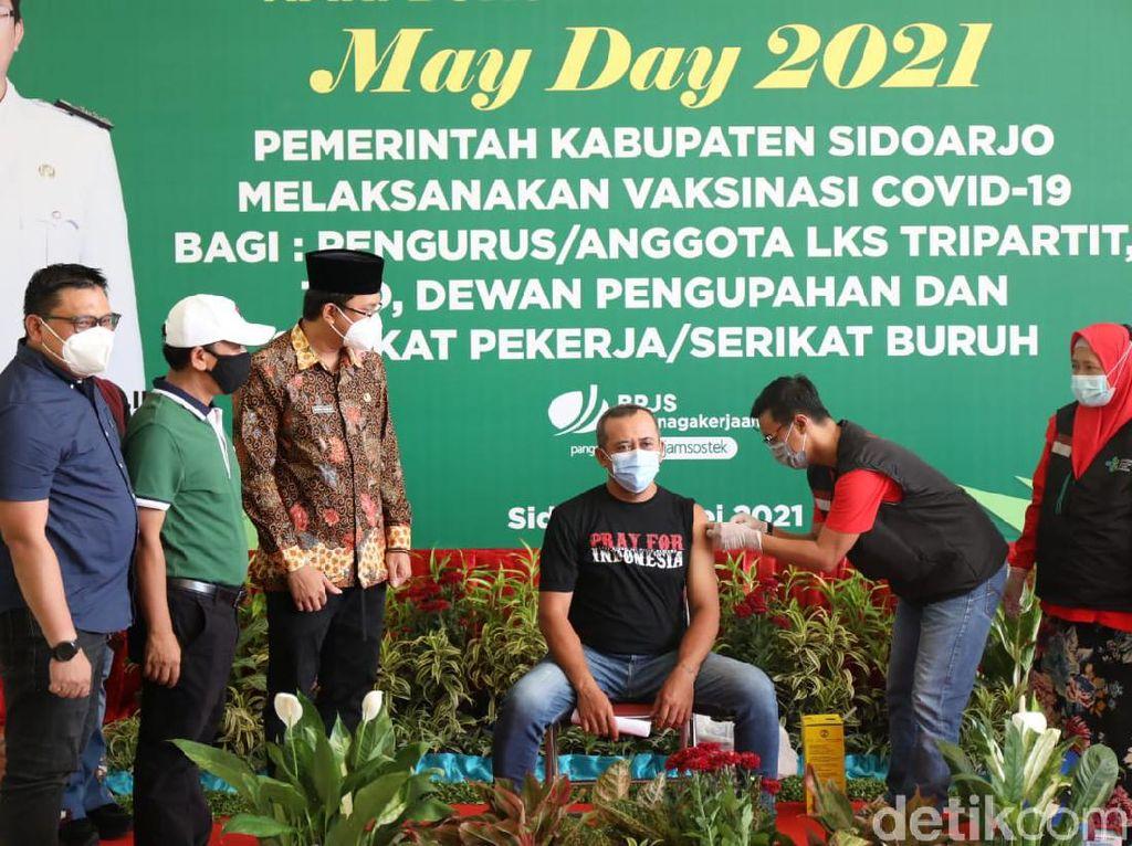 Nggak Demo, Buruh di Sidoarjo Lakukan Vaksinasi di May Day
