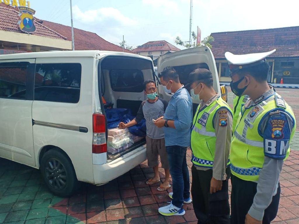 Antisipasi Perampokan, Mobil Angkut Uang Rp 2,1 M Dikawal Polisi hingga Tujuan