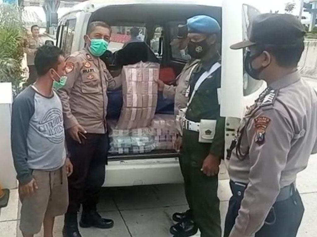 Kagetnya Polisi Saat Amankan Mobil Bawa Uang Rp 2,1 Miliar di Tol Ngawi