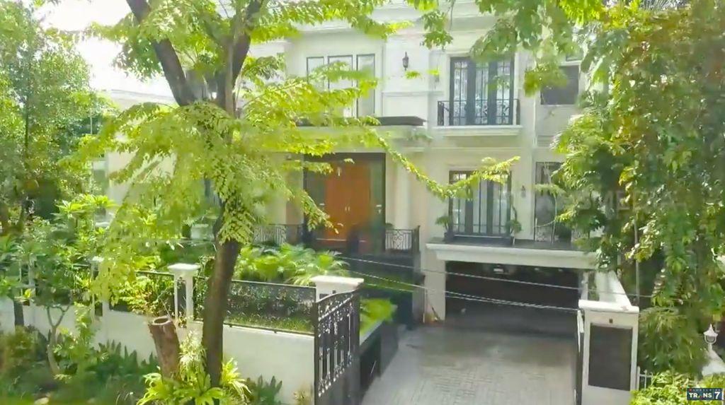 9 Potret Rumah Mewah Crazy Rich Jakarta, Kulkasnya Viral Bikin Takjub
