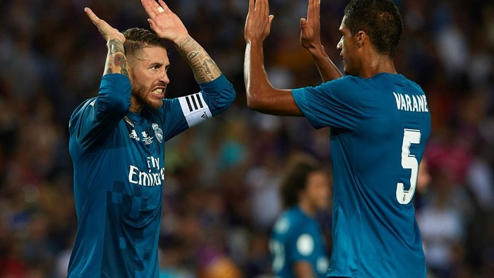 LEGANES, SPAIN - FEBRUARY 21: Sergio Ramos of Real Madrid celebrates with Rafael Varane after scoring his teamÕs third goal from the penalty spot during the La Liga match between Leganes and Real Madrid at Estadio Municipal de Butarque on February 21, 2018 in Leganes, Spain. (Photo by Denis Doyle/Getty Images )