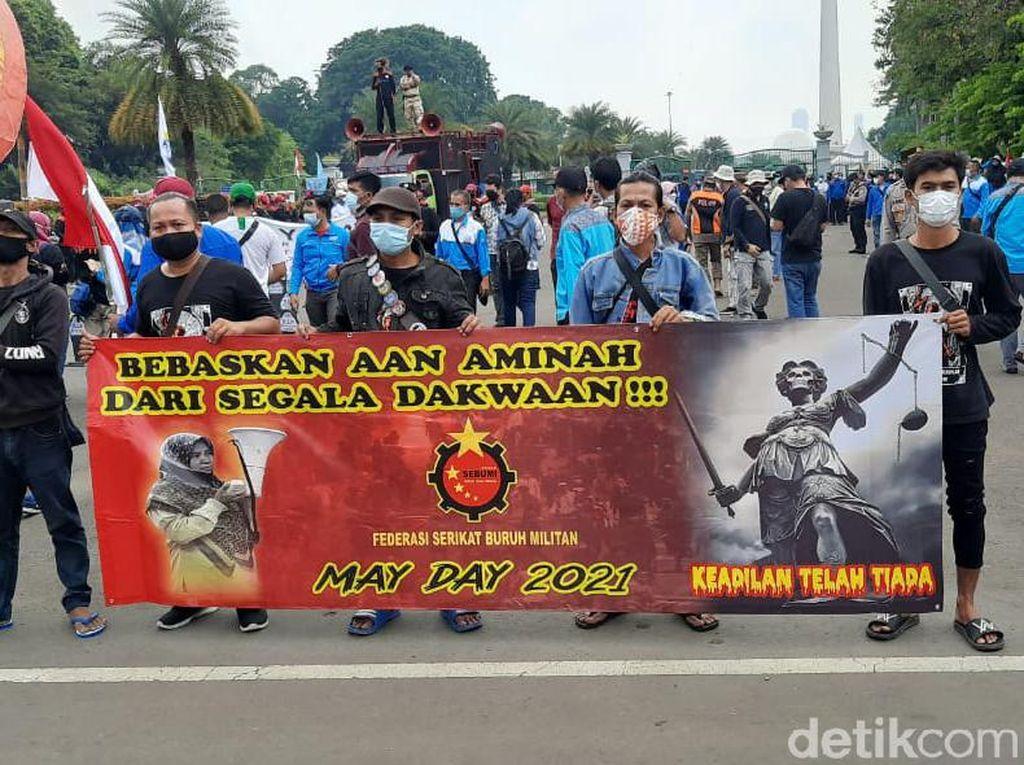 Suasana Demo Buruh di Patung Kuda, Tuntut UU Cipta Kerja Dicabut