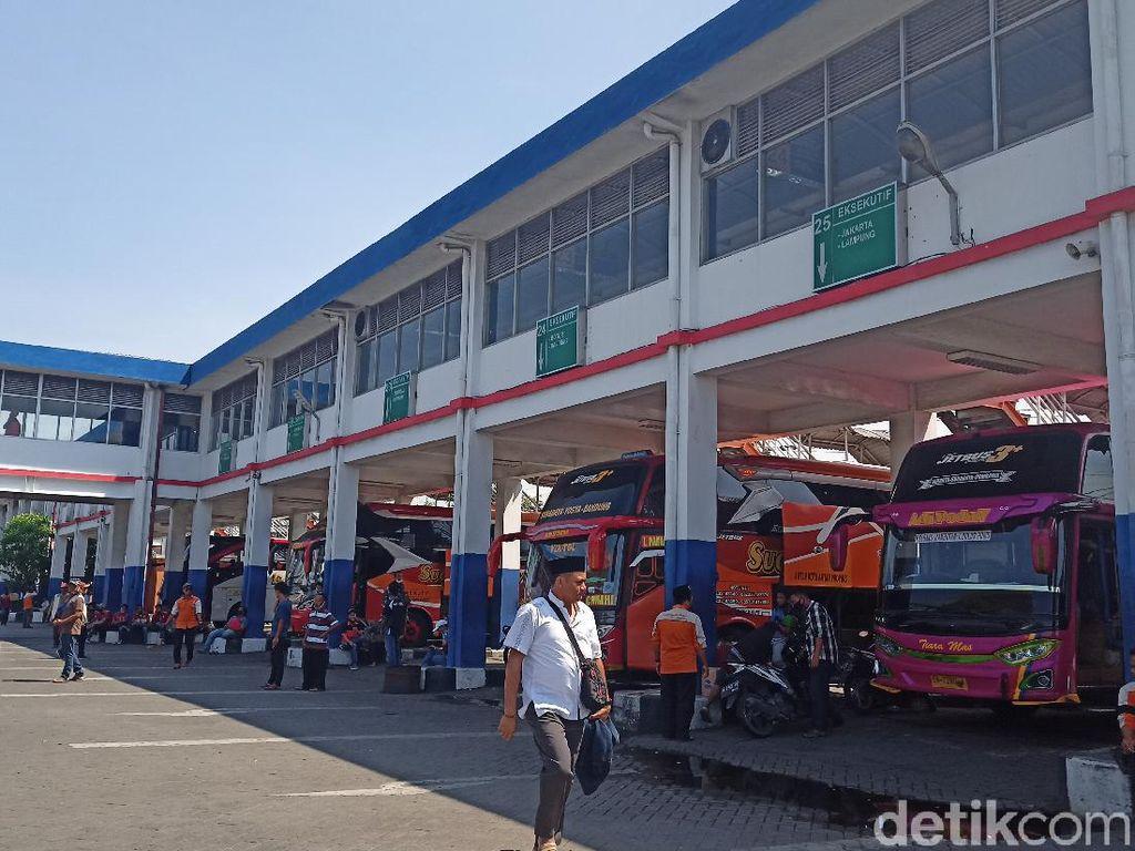 Mudik Dilarang, Armada Bus di Terminal Bungurasih Menyusut Hingga 500 Unit