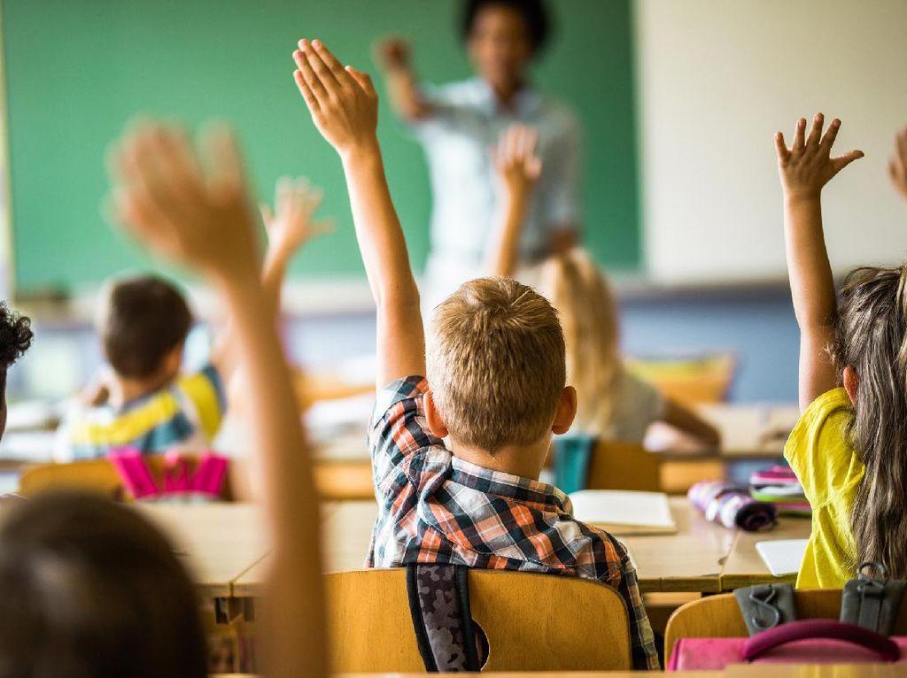 Pertaruhan Demi Pendidikan Anak