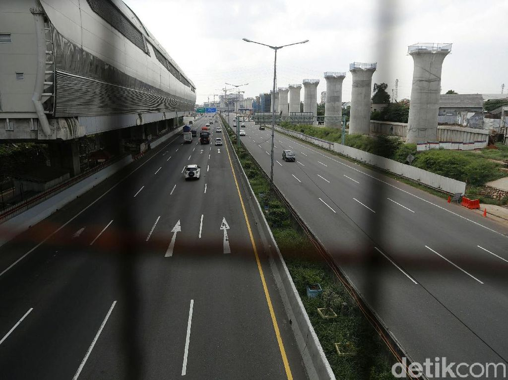 Jalan Tol Makin Sepi Saat PPKM Darurat