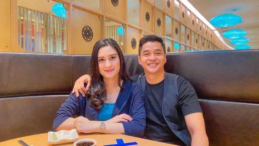 Momen Romantis Angbeen Rishi dan Adly Fairuz SaatMakan Bareng