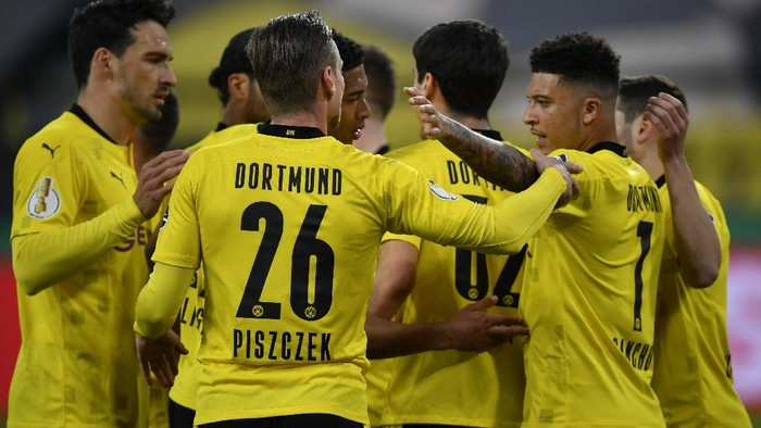Dortmind players celebrate after Dortmunds Giovanni Reyna scored his sides opening goal during the German Soccer Cup semifinal match between Borussia Dortmund and Holstein Kiel in Dortmund, Germany, Saturday, May 1, 2021. (AP Photo/Martin Meissner, Pool)