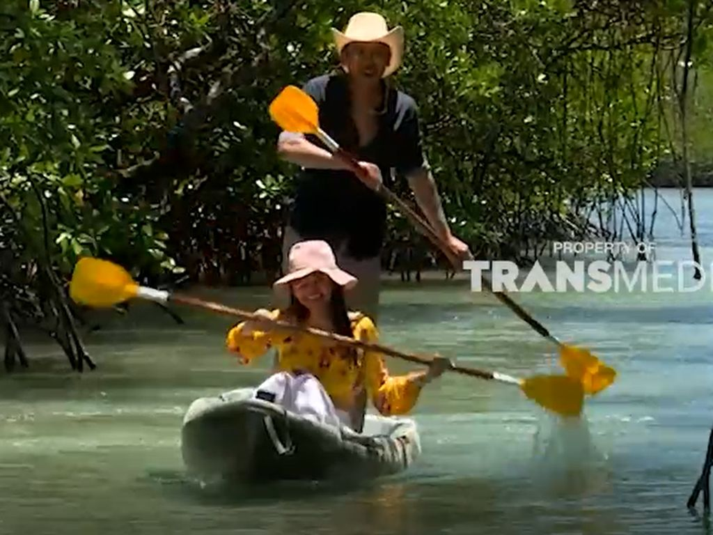Celebrity on Vacation: Main Kayak di Tengah Hutan Mangrove Leebong Island