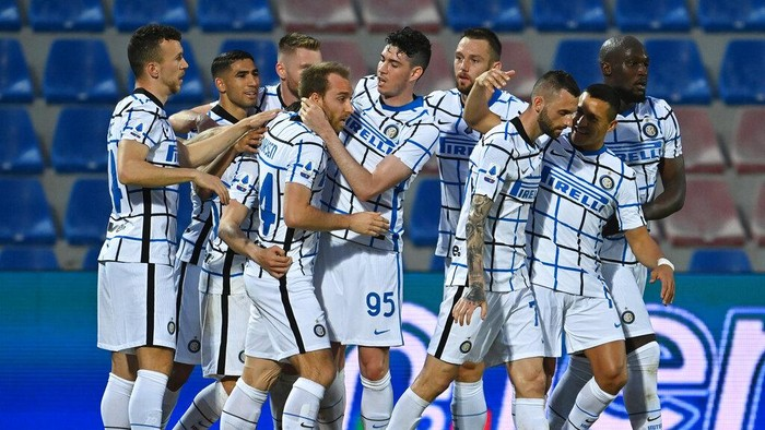 Inter Milans Christian Eriksen, fourth form left, celebrates after scoring his sides first goal during the Italian Serie A soccer match between Crotone and Inter Milan at the Ezio Scida Stadium in Crotone, Italy, Saturday, May 1, 2021. (Francesco Mazzitello/LaPresse Via AP)