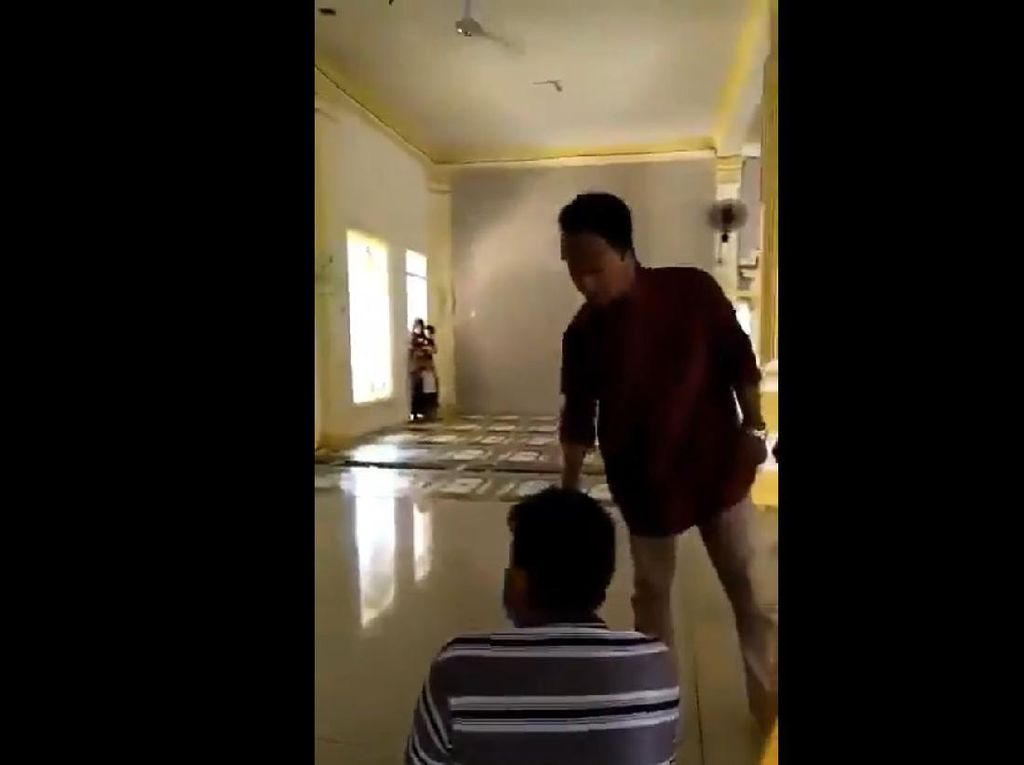 Ini Sosok Remaja Masjid Bekasi yang Tarik Paksa Masker Jemaah